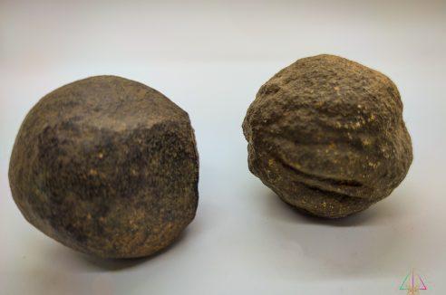 Moquis – Pierres de Chamanes – La paire 4.5 – 5 cm